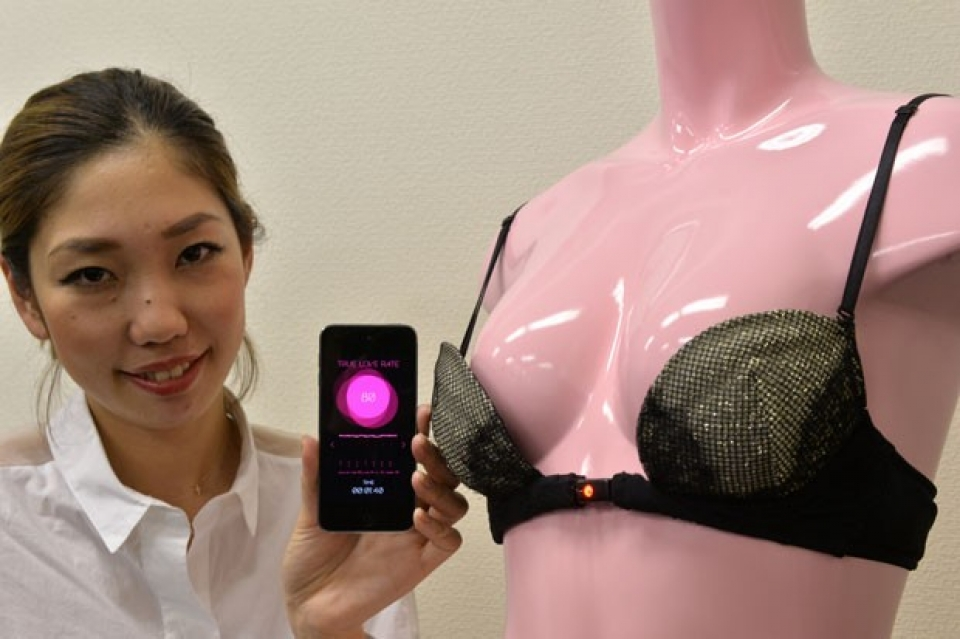 Empresa japonesa exibe sutiã que só abre por amor