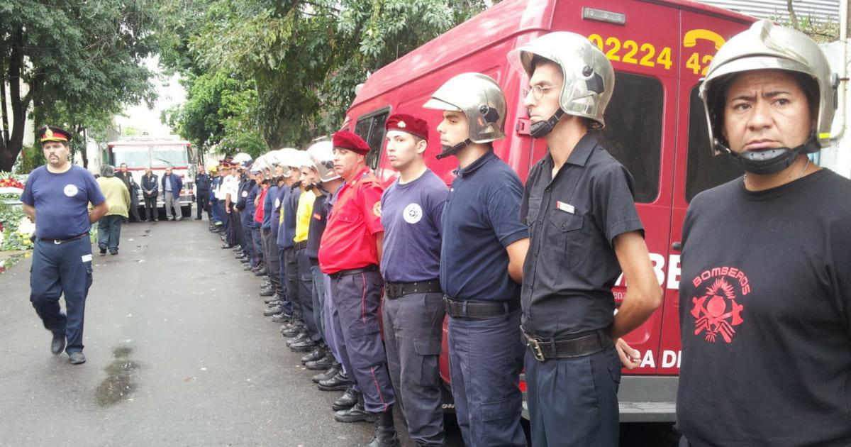 Fogo em depósito mata nove socorristas em Buenos Aires