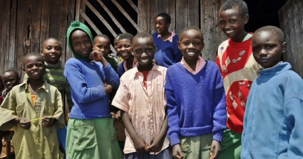 A incrível história do oftalmologista que ajuda crianças no Quênia
