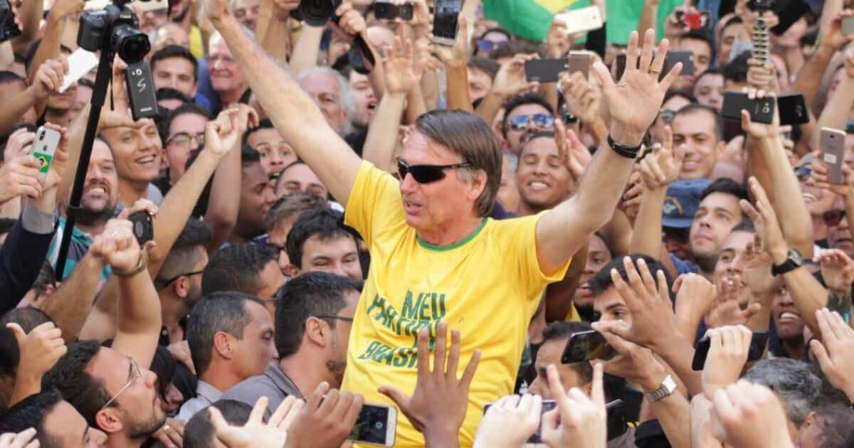 Por que não havia sangue na camisa de Bolsonaro?