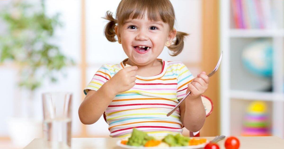 Alimentação da criança até completar 2 anos de idade: orientações importantes