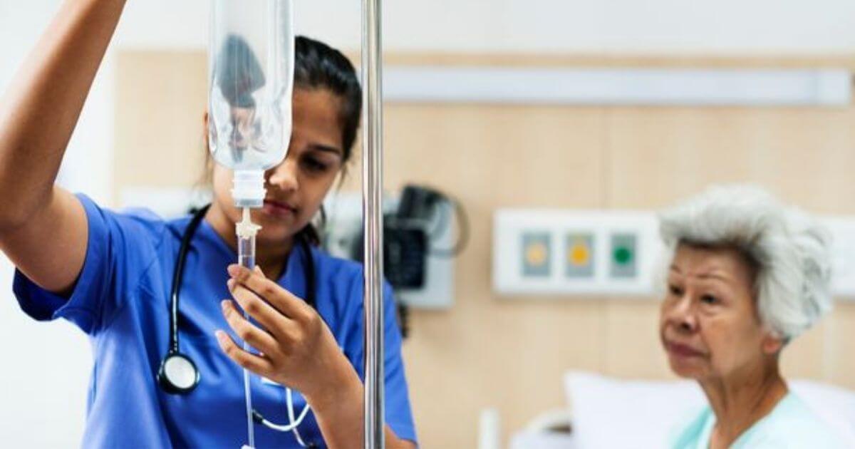 Resolução Cofen isenta taxas de especialidade para técnicos e auxiliares de enfermagem