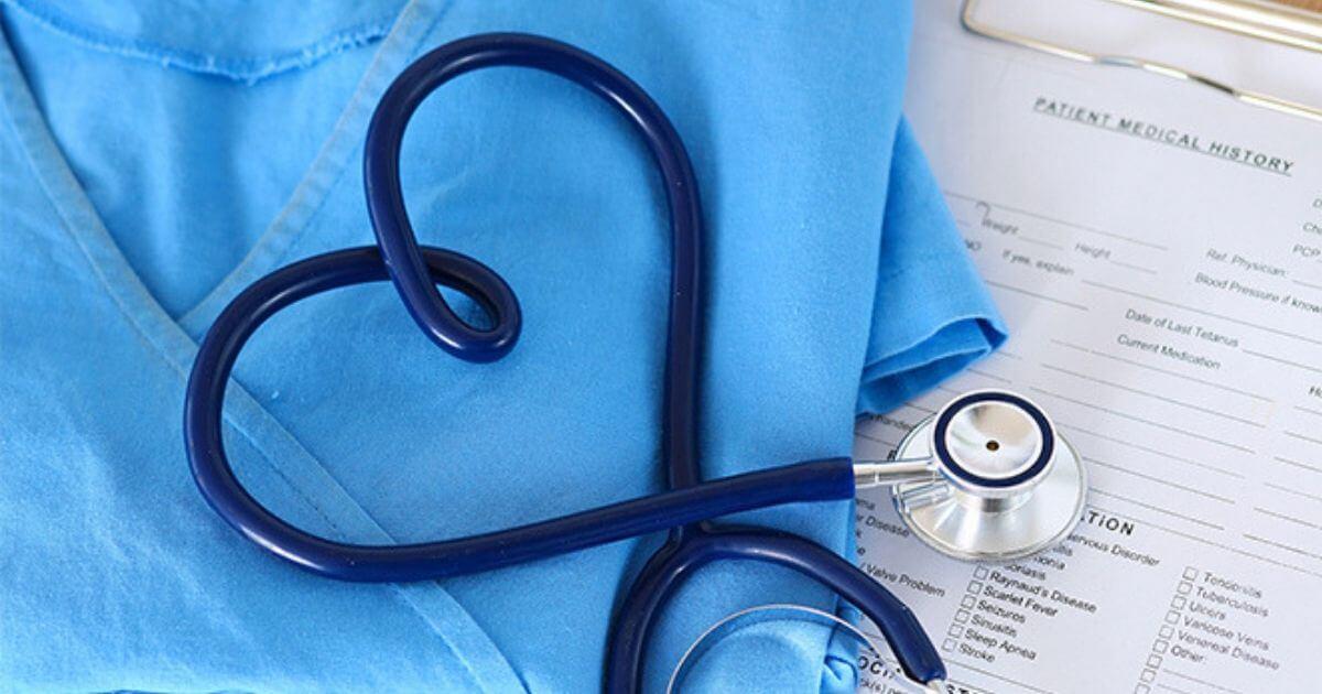Médico é condenado a indenizar Técnica de enfermagem por chama-la de idiota no prontuário