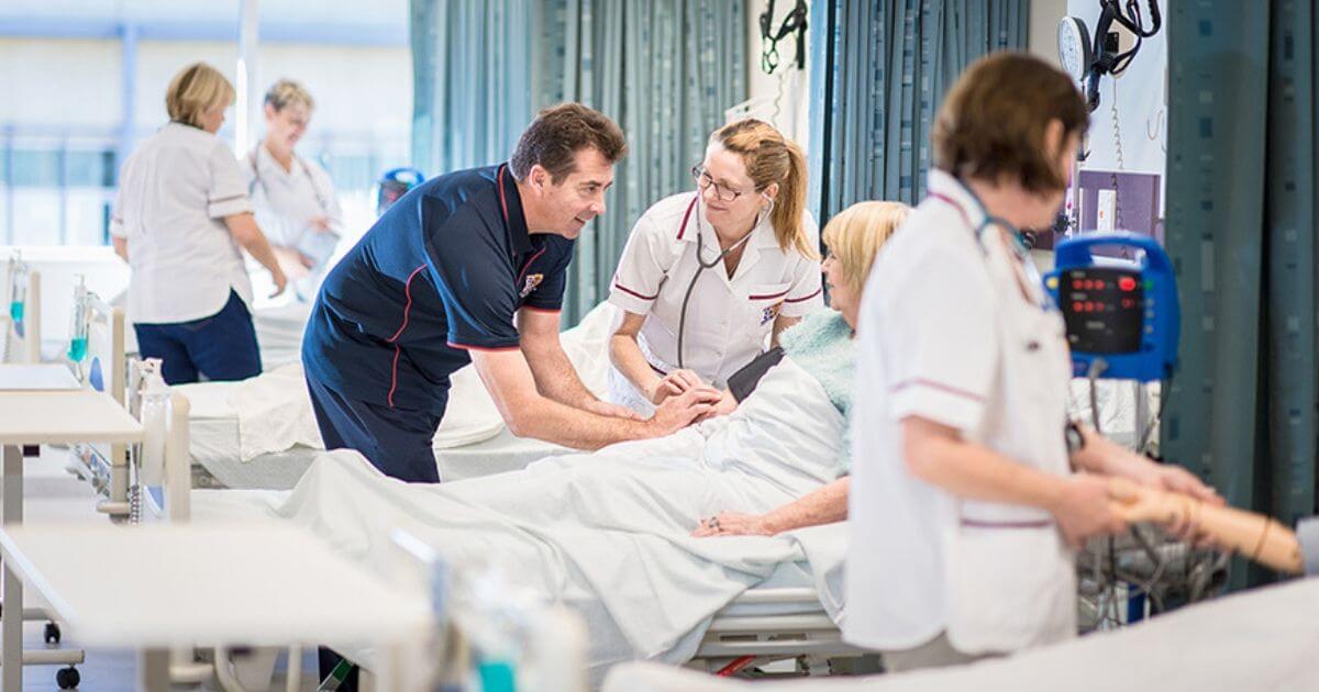 Graduados em Enfermagem à distância correm o risco de não exercerem a profissão, diz Coren