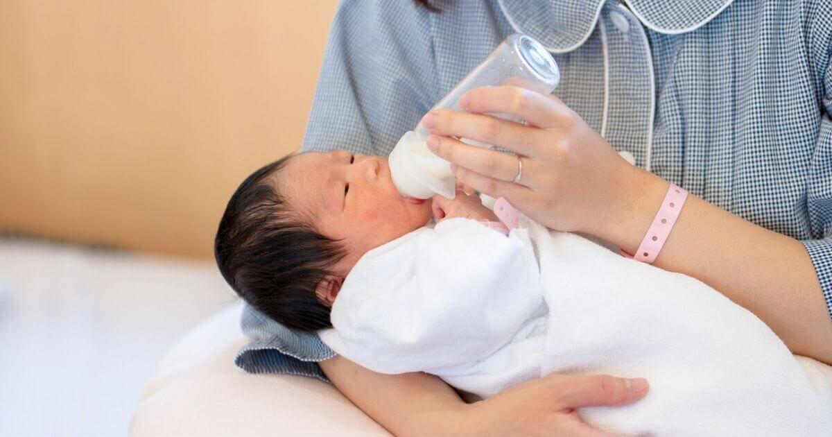 Aleitamento materno e as fórmulas de mamadeira e quais os risco para o seu bebê