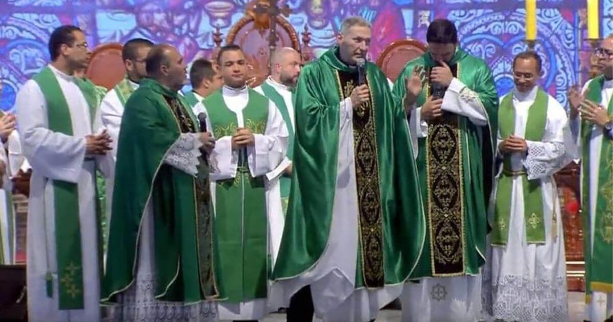 A mulher que atacou o padre Marcelo Rossi é técnica de enfermagem