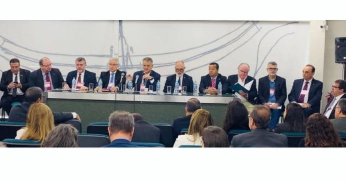 Cofen participa de reunião para debater a PEC dos conselhos