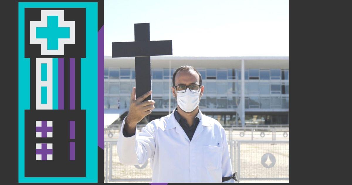 Com cruz nas mãos, enfermeiros fazem protesto na Praça dos Três Poderes